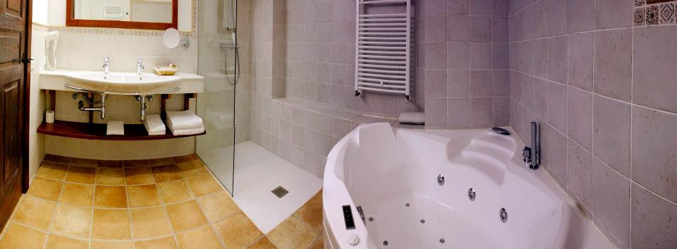 baño-latorrien-de-ane-hotel-rural